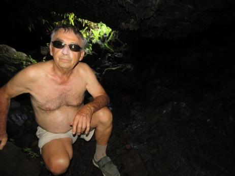 Daniel dans un tunnel de lave